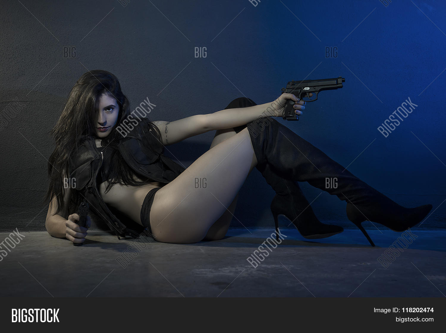 Sexy action girls