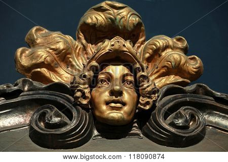 mascaron female head in the Baroque