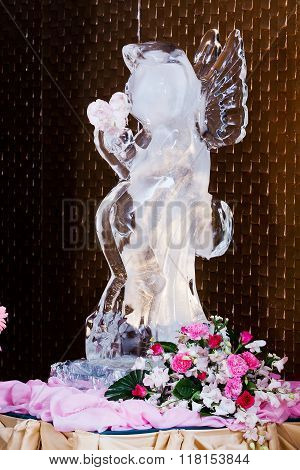Ice Sculpture on table and flower for  Wedding