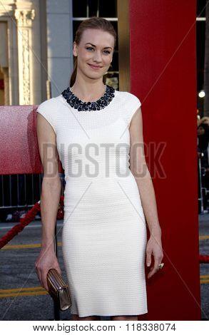 Yvonne Strahovski at the Los Angeles Premiere of