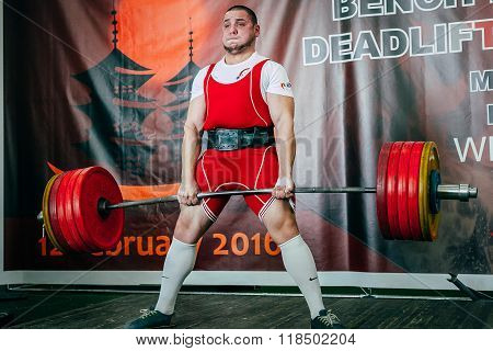 powerlifter athlete will attempt to deadlift