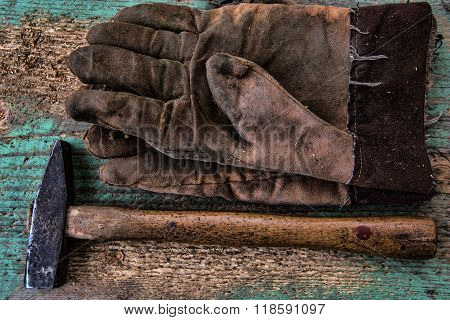 Gloves And Hammer Vertical, Hammer And Construction Gloves On Wood Background, Claw Hammer Leather G