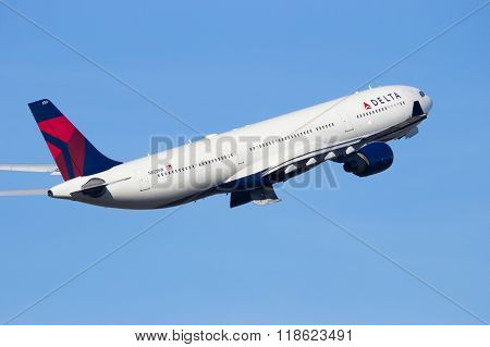 Delta Air Lines N803Nw Airbus A330