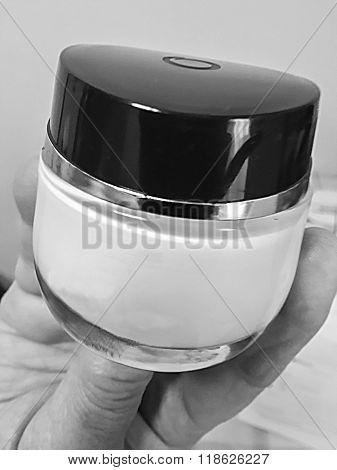 Cosmetics Recipient- Black & White