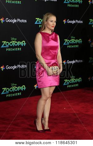 LOS ANGELES - FEB 17:  Kristen Bell at the Zootopia Premiere at the El Capitan Theater on February 17, 2016 in Los Angeles, CA