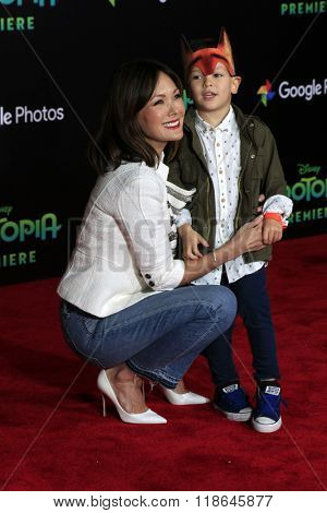 LOS ANGELES - FEB 17:  Lindsay Price, Hudson Stone at the Zootopia Premiere at the El Capitan Theater on February 17, 2016 in Los Angeles, CA