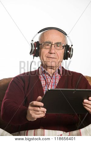 Old Man Listens Music