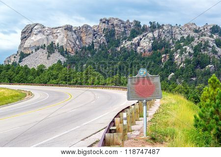 Mount Rushmore And Highway