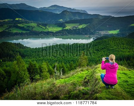 Taking pictures of the Furnas Lake