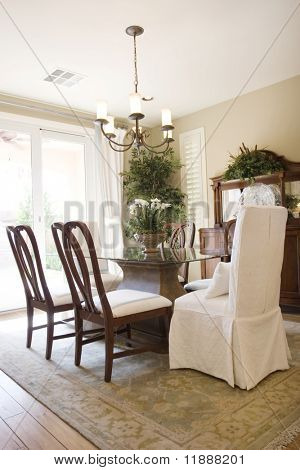 Modern tastefully decorated dining room
