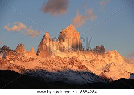 Sunrise in Cerro Fitz Roy, Patagonia