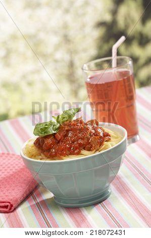 AL FRESCO ITALIAN PASTA WITH TOMATO AND BASIL SAUCE