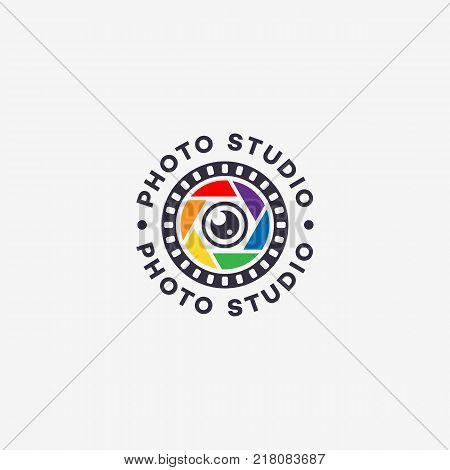 Round photo studio logo template design. Vector illustration.