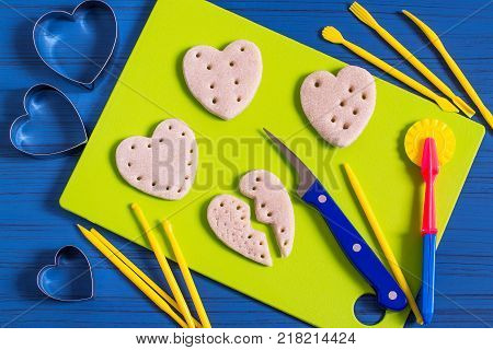 Making souvenirs from salty dough for Valentine's Day with your own hands. Art project handmade. DIY. Step-by-step photo instructions. Step 10. Making hearts with holes for lacing
