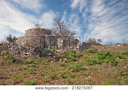 Altamura, Bari, Puglia, Italy: old trullo in the countryside, the traditional Apulian dry stone house
