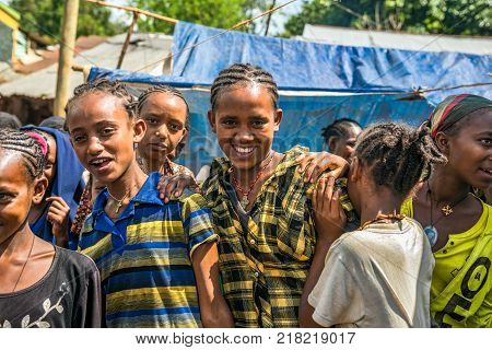 JIMMA, ETHIOPIA - MAY 2, 2015 : Young ethiopian girls at a popular local market  in Jimma.