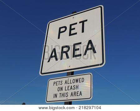 Sign designating pet area at rest stop