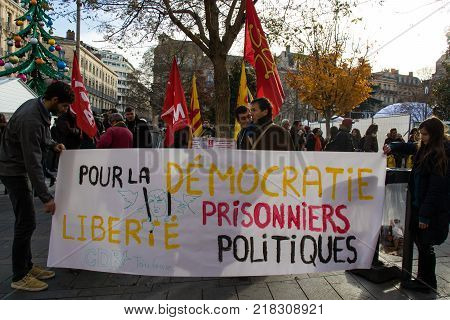 TOULOUSE FRANCE - DECEMBRE 92017: Mobilization for the rights of the Catalan people. Inscription in french: For democracy freedom political prisoners.