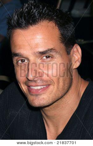 LOS ANGELES - JUL 16:  Antonio Sabato Jr. at the Hollywood Show at Burbank Marriott Convention Center on July 16, 2011 in Burbank, CA
