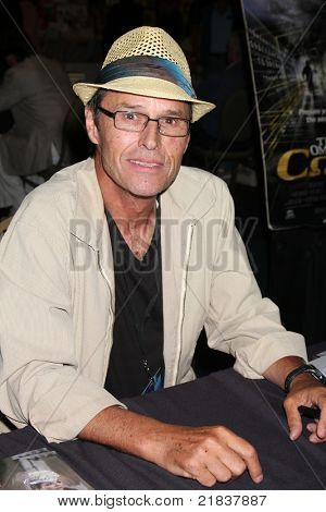 LOS ANGELES - JUL 16:  Michael Nader at the Hollywood Show at Burbank Marriott Convention Center on July 16, 2011 in Burbank, CA