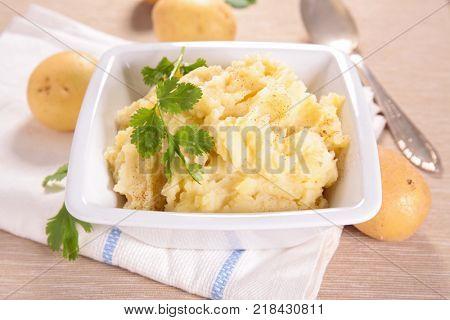 bowl of mashed potato