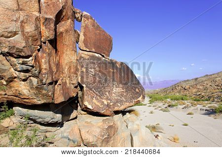 Numerous boulders with petroglyphs can be found at Grapevine Canyon in Nevada