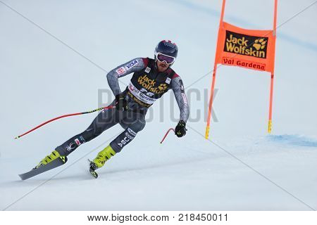 VAL GARDENA, ITALY - DECEMBER 14: Bryce Bennett of The USA races down the Saslong course during the Audi FIS Alpine Ski World Cup Men's Downhill training on December 14 2017