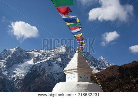 Buddhist white stupa with prayer flags near Namche Bazaar on the way to Everest base camp, Khumbu, Sagarmatha National Park, Nepal Himalayas