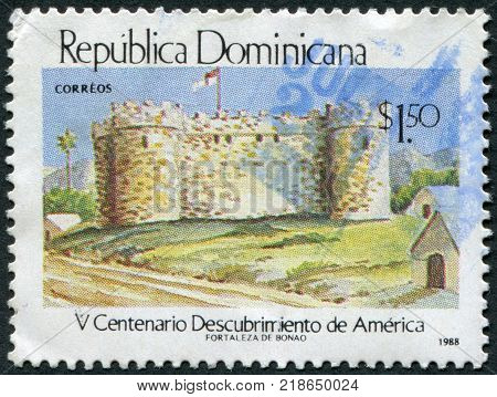 DOMINICAN REPUBLIC - CIRCA 1988: A stamp printed in the Dominican Republic dedicated to 500 anniversary of the discovery of America by Christopher Columbus circa 1988