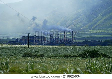 Sugar plant belches out smoke on Maui