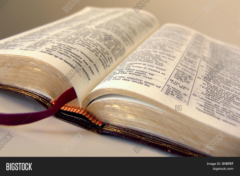 Imagen Y Foto Biblia Abierta Prueba Gratis Bigstock