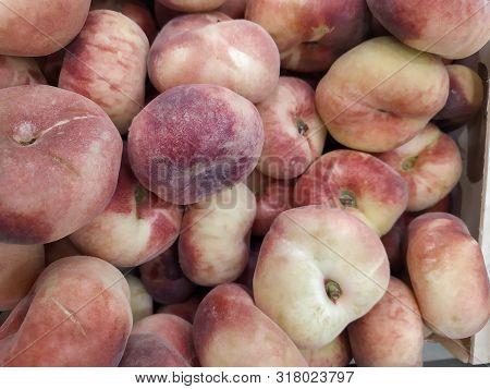 Fig Peach. Saturn Peaches. Flat Peaches Harvest. Many Peaches. Fresh Fruit At Farmers' Market: Peach