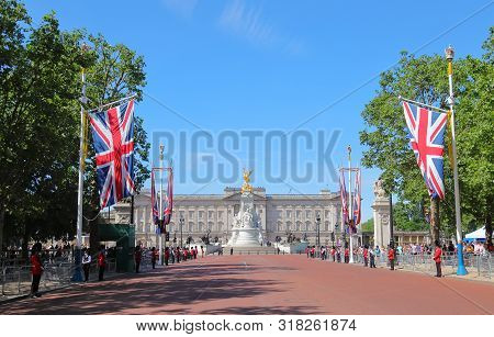 London England - June 1, 2019: Unidentified People Visit Royal Parade At Buckingham Palace Historica