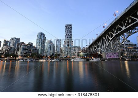Vancouver City, Bc Canada - Jun 11, 2019: The Vancouver Waterfront During The Sunset Time, View From