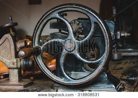 Hand Crank Cobblers Leather Skiver Machine, Vintage Tools.