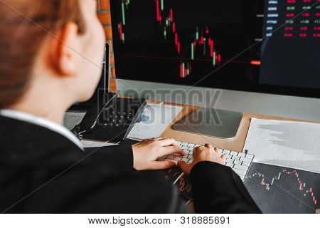 Business Woman Deal Investment Stock Market Discussing Graph Stock Market Trading Stock Traders Conc