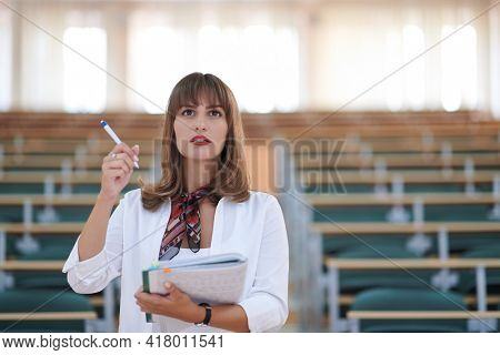 famale student using pen and notebook