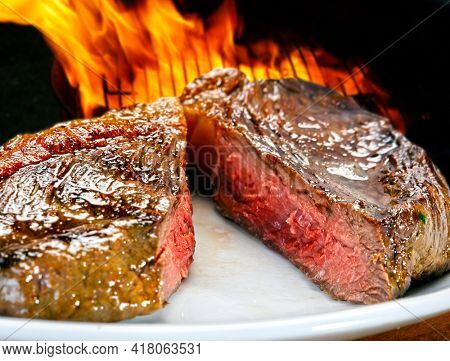 sliced grilled steak served to the point, Picanha