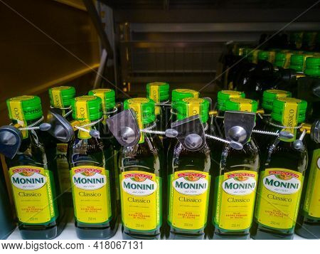 Monini Classico Extra Virgin Olive Oil Extra Virgin 250 Ml. On Sale In A Hypermarket 11.04. 2021 In