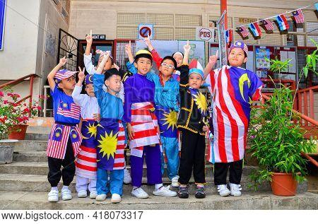 Keningau,sabah,malaysia-aug 29,2014:malaysian Kids Wearing Costumes Made From The Malaysian Flag Dur