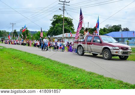Keningau,sabah,malaysia-aug 29,2014:the Annual Malaysian Day Parade With Malaysian Kids Wearing Cost