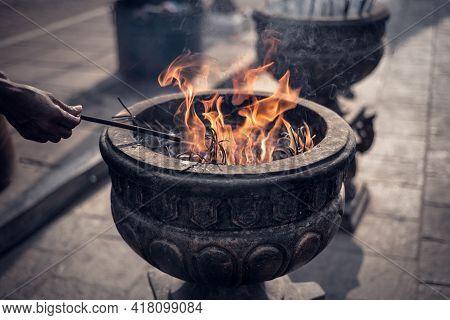 Burning Incense Sticks In Stone Pot Jaya Sri Maha Bodhi Anuradhapura, An Old Hand With Incense Stick