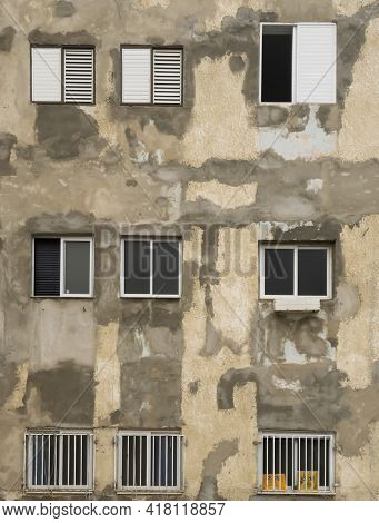 Tel Aviv, Israel - April 16th, 2021: An Old, Neglected Building Front In The South Side Of Tel Aviv,