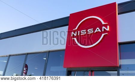 Bordeaux , Aquitaine France - 04 22 2021 : Nissan Logo Brand And Text Sign For Dealership Store Of J