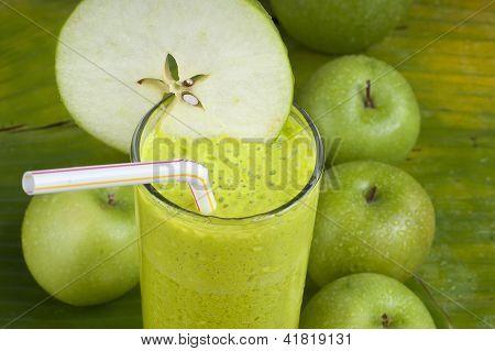 refreshing apple smoothie milk shake