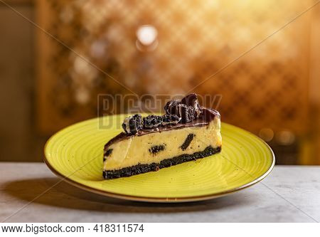 Creamy Cheesecake With Chocolate Cookies And Cream Biscuits