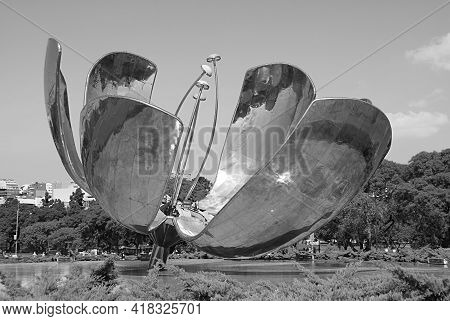 Stunning Floralis Generica, A Gigantic Flower Sculpture Made Of Steel And Aluminum By The Argentine
