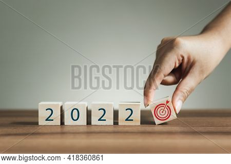 New Year 2022 And Goal Plan, Mobile Stick With New Year 2022 And Goals Or Goals Icon, Goal Concept A