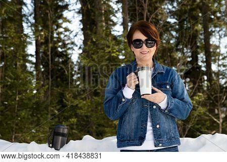Travel Mug Mockup Of A Woman In Sunglasses, Model Mockup