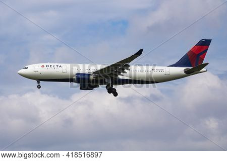 Amsterdam, Netherlands - July 3, 2017: Delta Airlines Airbus A330-200 N860nw Passenger Plane Arrival